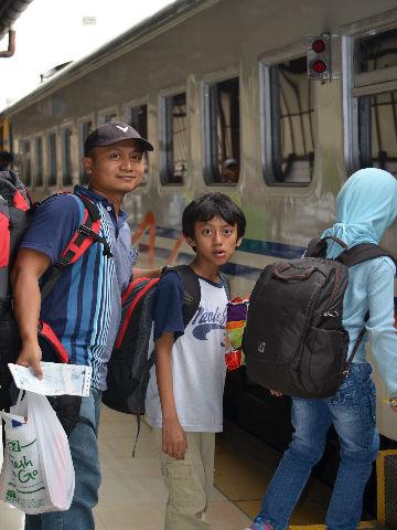 backpacker bersama anak